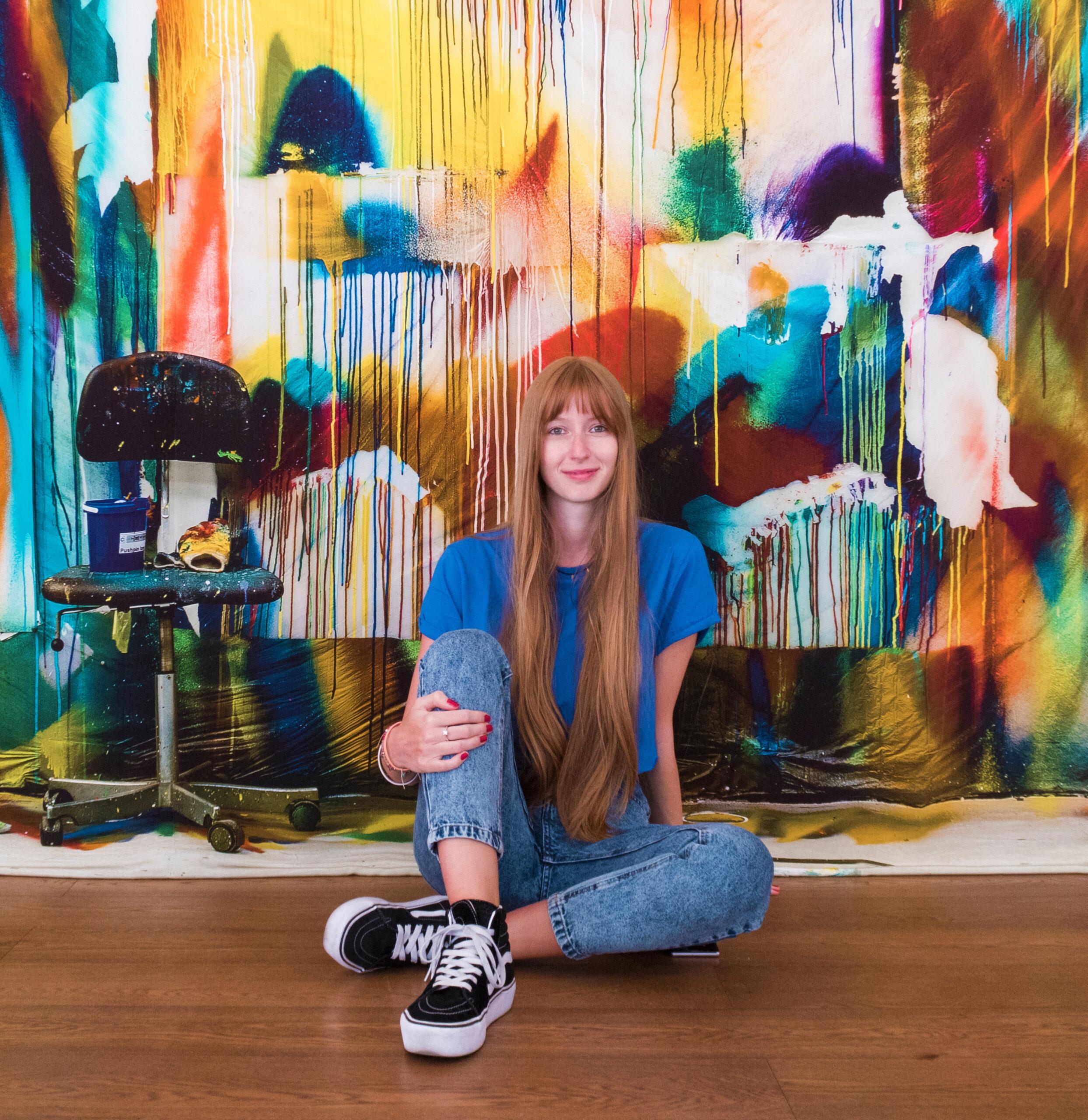 Cristina Ricci in front fo Katharina Grosse's artwork